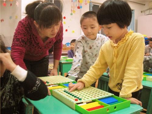 中心幼儿园开展教师听评课教育活动